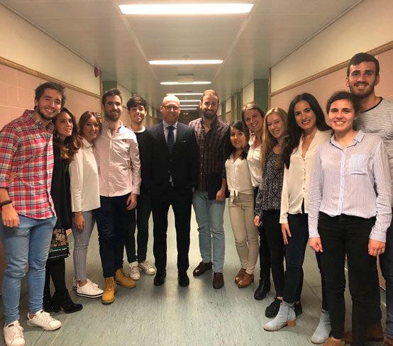 Clase de «Acabado de casos ortodóncicos» en la Universidad Complutense de Madrid