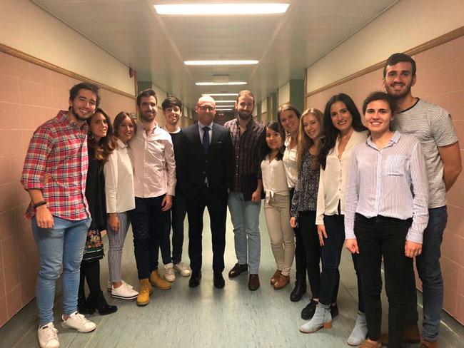 """Clase de """"Acabado de casos ortodóncicos"""" en la Universidad Complutense de Madrid"""